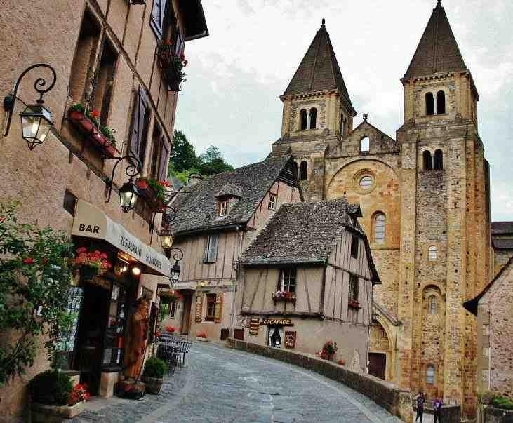 ¿Qué país se encuentra al norte de Francia?