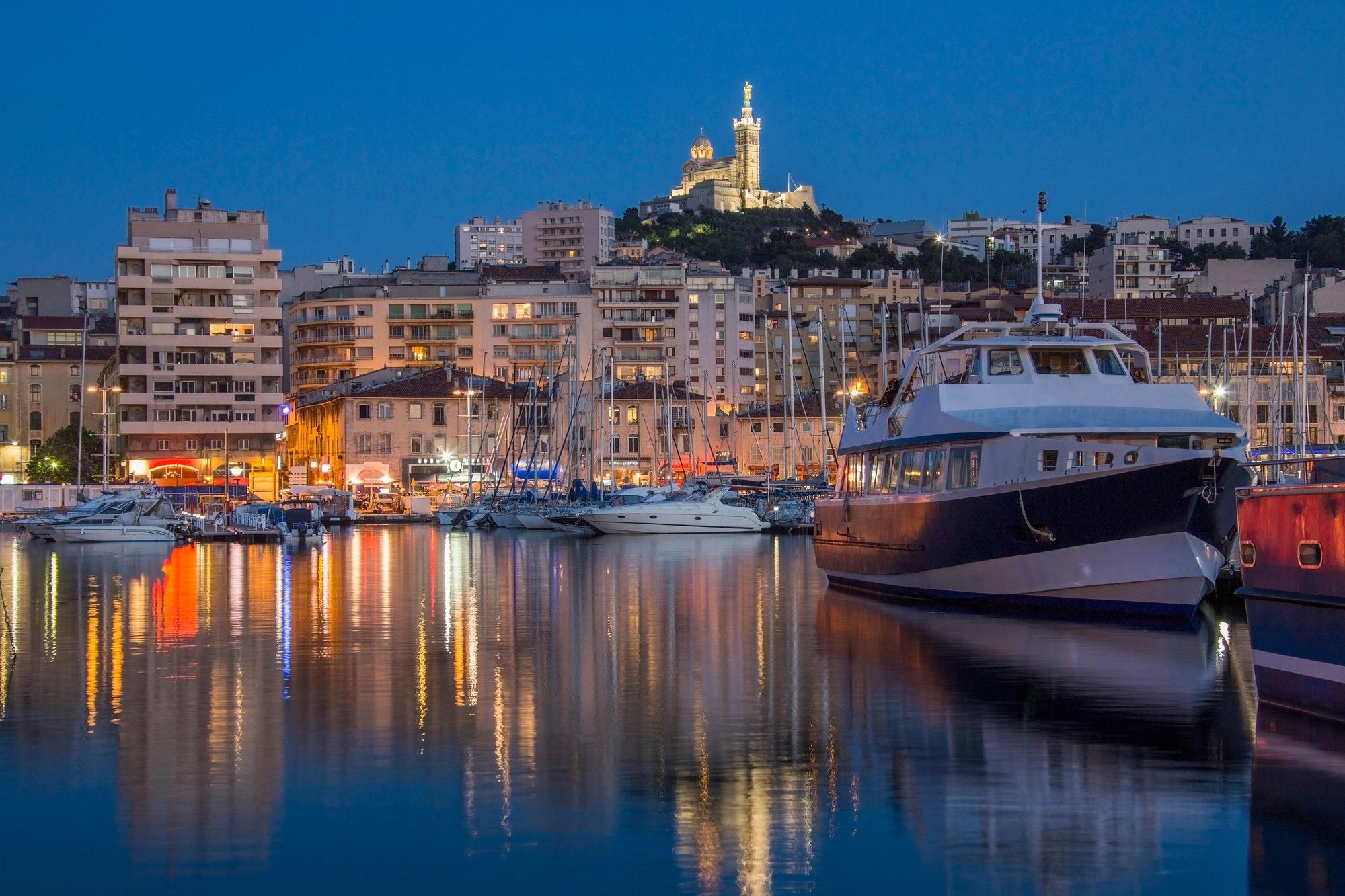 Francia: más de 6.000 jóvenes asisten a un carnaval en Marsella a pesar de las restricciones