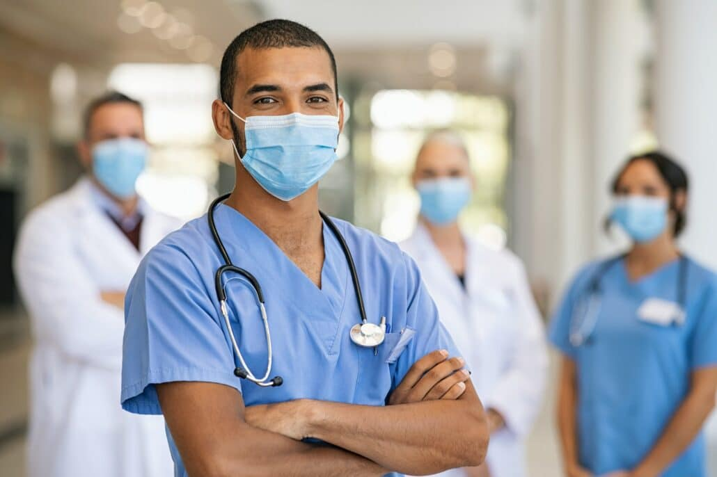 Francia suspende a 3.000 trabajadores sanitarios por no vacunarse contra el Covid-19