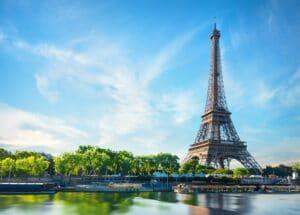 'Emily en París': las primeras imágenes de la temporada 2 presentan al nuevo interés amoroso de Lily Collins...